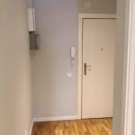 Colocación de nuevas puertas y pulido de parquet